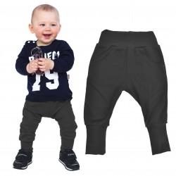 czarne spodnie chłopięce z kieszeniami
